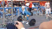 Un homme de 84 ans soulève d'énormes poids dans une vidéo qui cartonne sur Internet