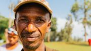 Takile est le chef du village. Il a travaillé en étroite collaboration avec Manu pour déterminer les besoins des villageois.