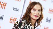 """Isabelle Huppert terrifiante face à Chloë Grace Moretz dans """"Greta"""""""