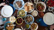 Voyage culinaire avec les véritables mezzes et les feuilles de vignes selon Carlo