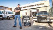 Scott Michaels est guide touristique. Il raconte l'assassinat de Sharon Tate à ses clients.