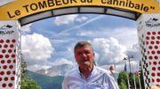 Bernard Thévenet sous l'arche installé en son honneur lors de l'arrivée du Tour de France 2015 à Pra Loup… là où le Français avait définitivement fait tomber Merckx de son piédestal quarante ans plus tôt.