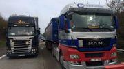 Grogne des camionneurs face à la taxe kilométrique: barrages filtrants et chaussées fermées