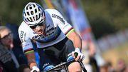 Van der Poel dompte la douleur et la concurrence à Gieten