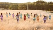 Positively Glittered: le compte Instagram qui célèbre les corps nus et pailletés de toutes formes