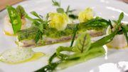 TUTO : bar en croûte de laitue et légumes verts