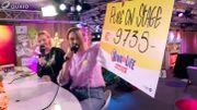 Bénédicte Deprez remet le chèque de Pure on Stage à Viva for Life