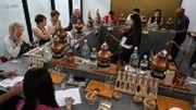 Des apprentis alchimistes à l'école du gin de Singapour