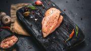 Comment bien choisir son blanc de poulet et le cuire correctement? Les conseils de Carlo