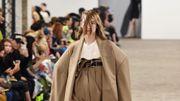 Les blazers beiges et les tube tops, parmi les tendances phare de l'été 2020