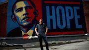 """Qui est Shepard Fairey, le street-artiste engagé derrière la célèbre affiche """"HOPE"""" d'Obama?"""