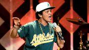 Bruno Mars sur la scène des Grammys le 12 février