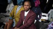 Rayures, dentelle et cuissardes: la mode africaine selon Thebe Magugu