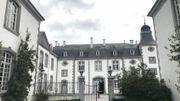 Le château de Deulin vue depuis le jardin à la française.