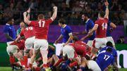 Le pays de Galles remonte la France et se hisse en demi-finales, l'exclusion de Vahaamahina tournant du match