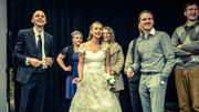 """Festival de Liège : """"Wedding"""" et """"Jami Distrikt"""". Deux satires sociales grinçantes et drôles, 3 à 4*."""