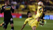 Thorgan Hazard au duel avec Jaume Costa