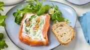 Recette : Terrine froide de saumon fumé aux herbes et petits légumes