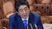 Face au scandale, le Premier ministre japonais Shinzo Abe diffuse des courriels