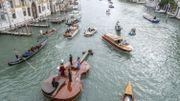 Le Violon de Noé a effectué son premier tour de Venise avec à son bord un quatuor à cordes