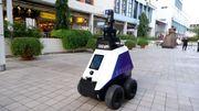 Xavier, le petit robot qui surveille les faits et gestes des piétons à Singapour