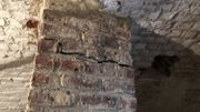Les fissures aux murs porteurs dans la cave de Matthieu sont, selon lui, apparues suite aux travaux du RER voisin