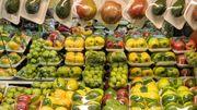 Royaume-Uni : les supermarchés toujours accros aux emballages plastiques