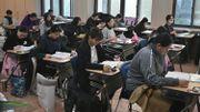 Les élèves dans une salle d'examen