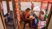 En Inde, des vieux bus convertis en toilettes pour femmes