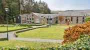 Le centre de Vresse-sur-Semois composée de la maison communale, de la maison du tourisme et du centre d'interprétation de l'école de Vresse-sur-Semois
