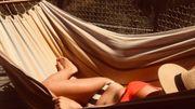 Julie Compagnon se repose dans son hamac en France