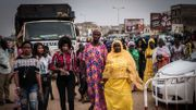 Par petit groupe, les femmes arrivent du quartier mais aussi des quatre coins de la capitale pour assister au rassemblement.