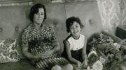 « Dans la maison » : une réalisatrice part à la rencontre de sa mère et de son histoire