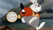Le lapin d'Alice au Pays des Merveilles court sans but