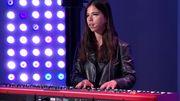 """Sarina reprend """"Au Soleil"""" de Jenifer, joue son troisième single et offre le thé à l'équipe du 8/9"""