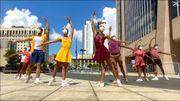 Des danseurs masqués s'approprient les rues de Harlem à New-York