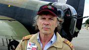 B. Dickinson à bord d'un bombardier