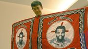 Ben Wu et un vêtement à l'effigie du roi Mswati III du eSwatini (ex-royaume du Swaziland). Ben Wu a visité ce pays, le seul en Afrique qui reconnait encore Taïwan.