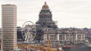 Le reste des échafaudages, sur les autres façades du palais, doivent partir au pire en 2030, annonce le secrétaire d'état en charge de la Régie des bâtiments