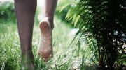 Faites-vous tout simplement du bien: marchez pieds nus!