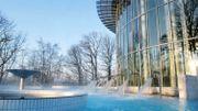 La piscine extérieure à l'eau de la source Clémentine