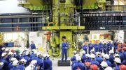Le Premier ministre britannique David Cameron s'adresse aux employés de la centrale d'Hinkley Point B le 21 octobre 2013.