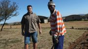 Piet, 33 ans, qui investit pour cultiver des noix de pécanet élever des springbok.