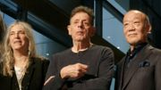Patti Smith rend hommage à son ami Ginsberg à Tokyo avec la complicité de Murakami