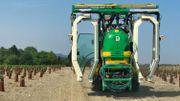 Ce tracteur récupère une grande partie des produits phytosanitaires pulvérisés