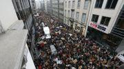 Des rues noires de monde fin janvier à Bruxelles.