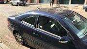 Les vitres des voitures de la rue marsstraat ont volé en éclats après l'explosion.