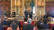 Plusieurs titres sont décernés aux nobles. Il y a une graduation : le Comte est supérieur à Baron, le Baron à Chevalier,... Le Roi octroie un titre ou une décoration en fonction des mérites.
