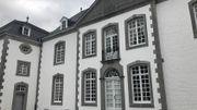 Le château de Deulin vue de la haute-cour.