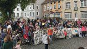 Le 12 mai, une manifestation de soutien à la famille Yusufi avait réuni environ 350 personnes à Grez-Doiceau.
